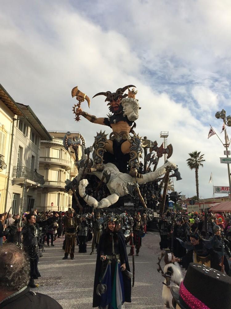 Il-resto-dal-Carlino-di-Rudy-Mazzone-Carnevale-di-Viareggio-2016-59-e1455541659981